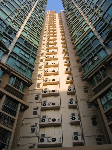 Air-conditioning units in Hong Kong (c) DL5MDA
