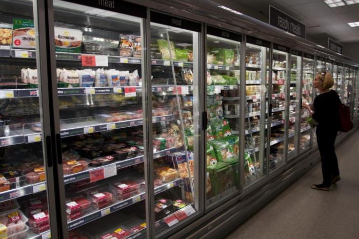 Doors on fridges at the Coop (c) EIA