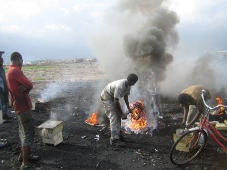 Extracting metals by burning e-waste in Ghana (c) EIA