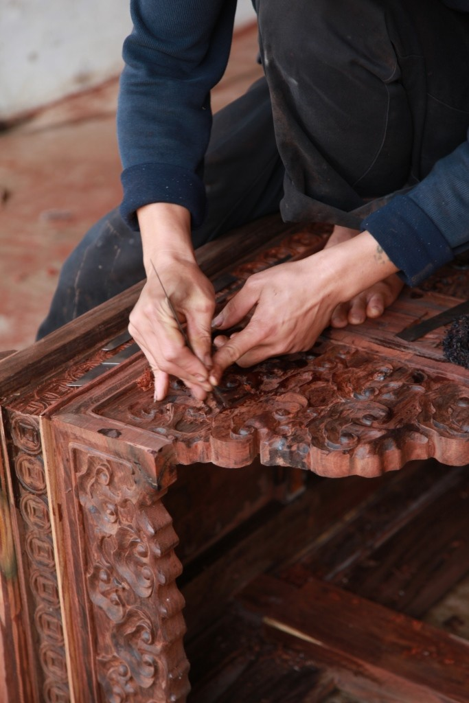 Hongmu furniture finishing in China, chair carving (c) EIA - lo res