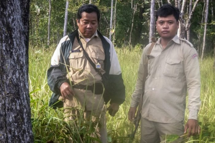 Sieng Darong, left, and Sab Yoh (c) Wildlife Conservation Society