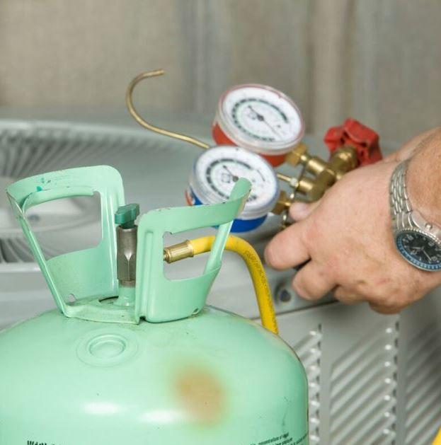 refrigerant_cansister(c)BanksPhotos_iStock_2011